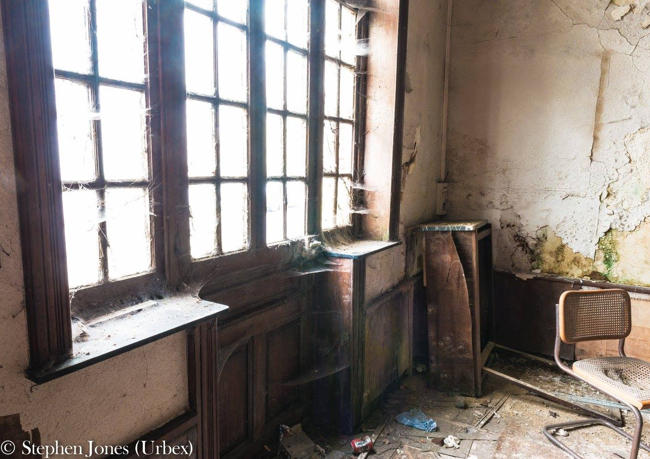 Entrance abandoned hotel